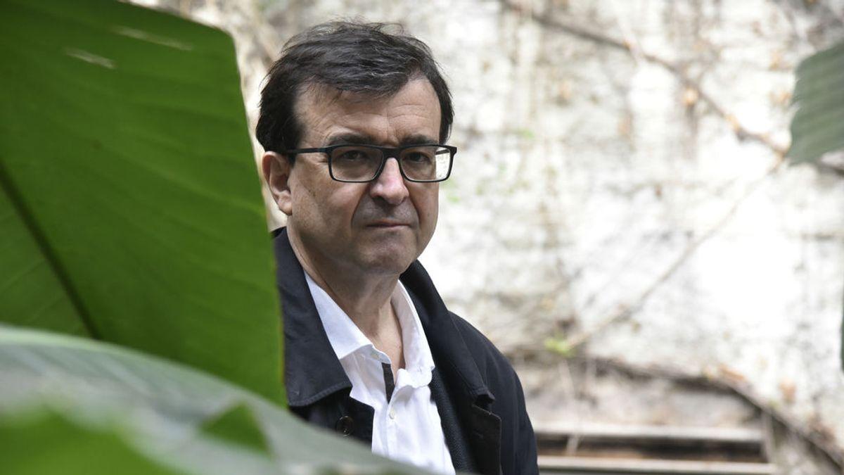 Javier Cercas estudia querellarse por un vídeo suyo manipulado sobre una intervención militar en Cataluña