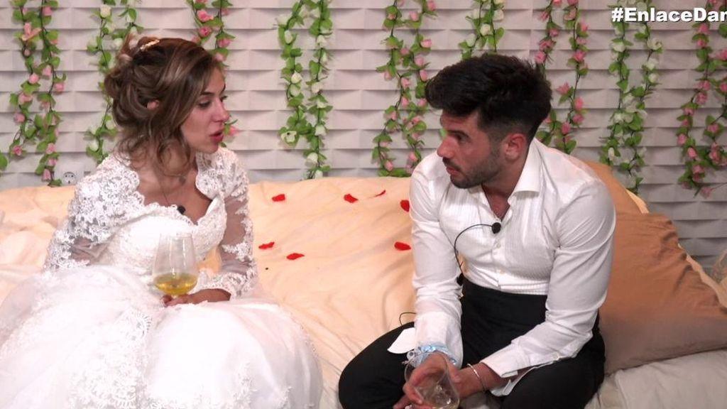 Bea y Dani G. cumplen con las tradiciones de la noche de bodas