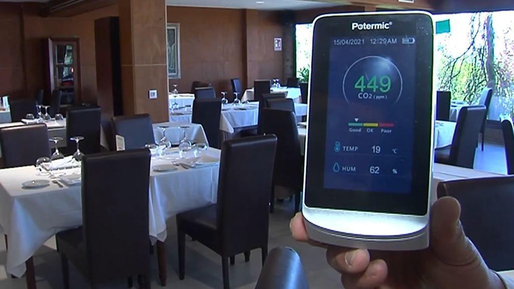 Medidor de CO2, cita previa y registro de clientes: los requisitos para dar cenas a los restaurantes en Galicia