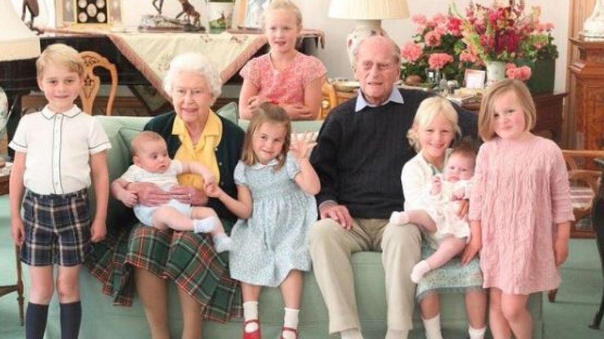 La familia real británica recuerda al duque de Edimburgo compartiendo posados inéditos con sus bisnietos