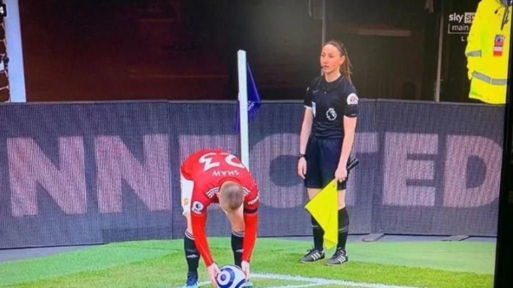 La televisión iraní corta más de 100 veces un partido de fútbol para no mostrar las piernas de la árbitro asistente