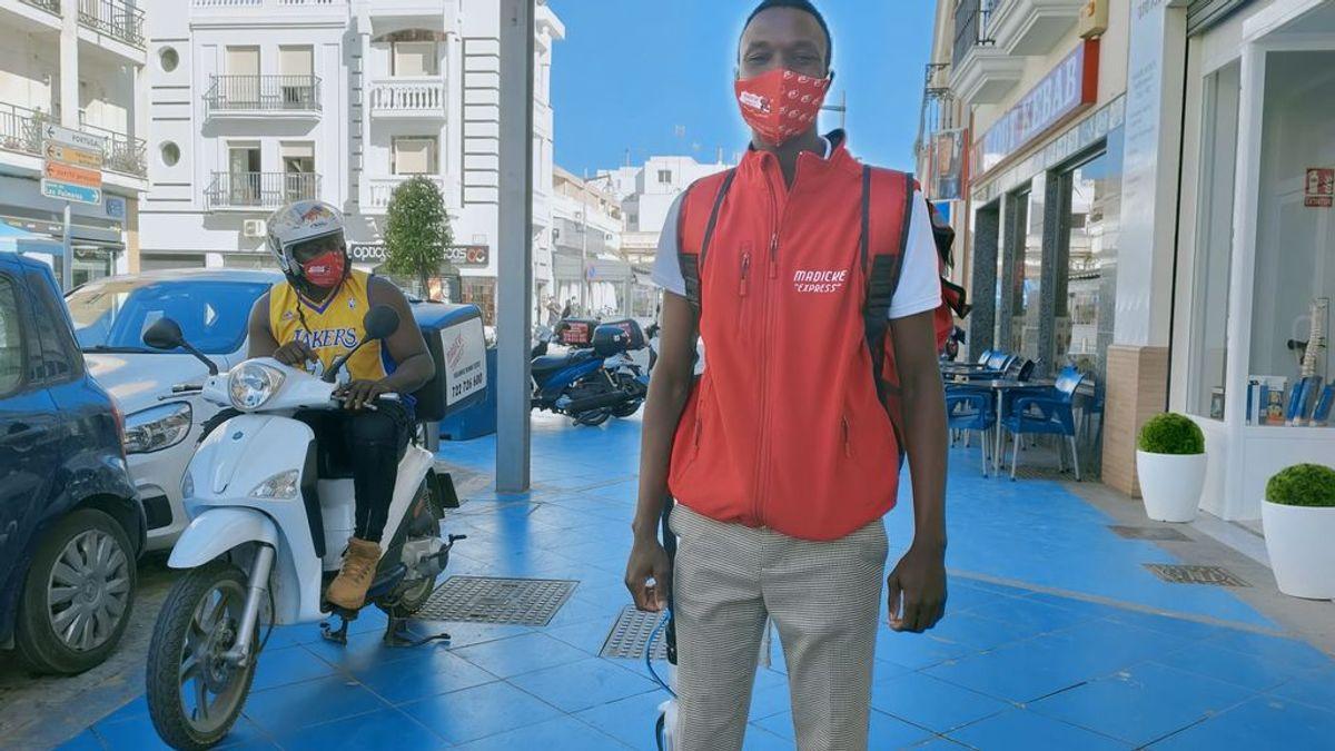 """Madicke, el senegalés que llegó a España con lo puesto y ahora da empleo a sus vecinos: """"Es mi forma de dar las gracias"""""""