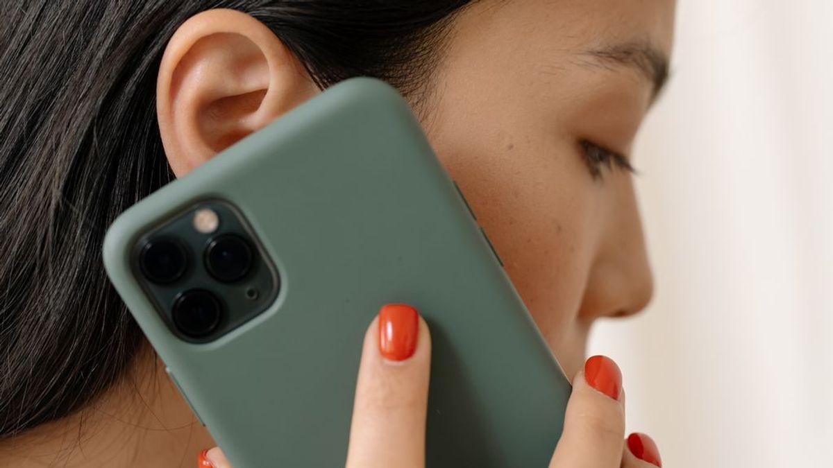 Cómo escuchar un audio en WhatsApp sin que aparezca visto