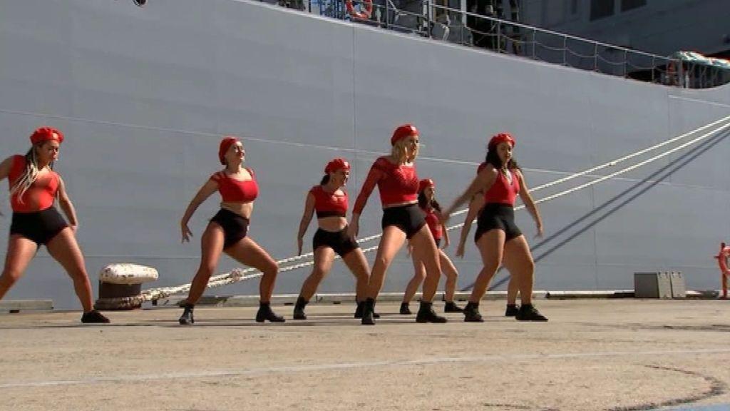 Un baile de twerking en la botadura de un barco de la armada australiana se convierte en cuestión de estado