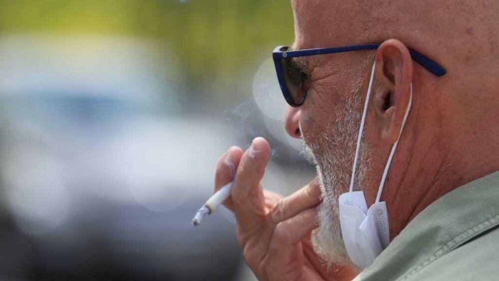 Última hora del coronavirus | Sanidad propondrá prohibir fumar en las terrazas aunque haya distancia