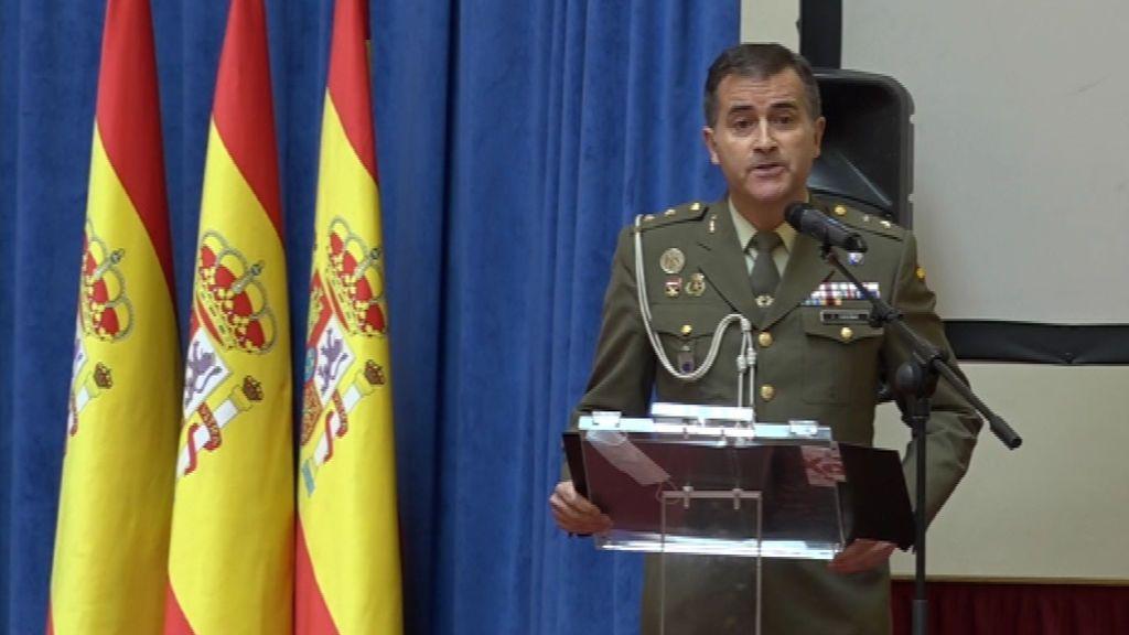 El teniente coronel Fernando Enseñat interpreta el 'Hallelujah' en homenaje a los fallecidos por la covid