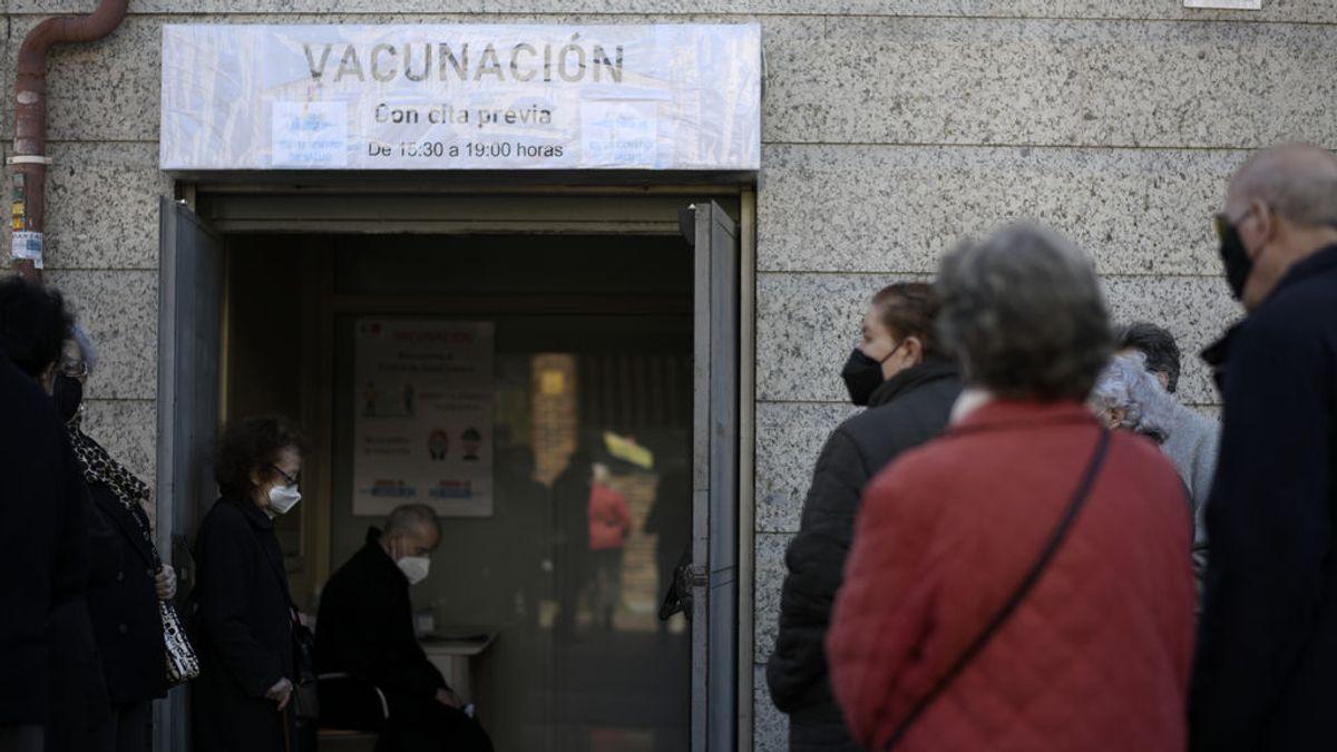 Madrid baja a 2.324 contagios mientras los hospitalizados por covid disminuyen