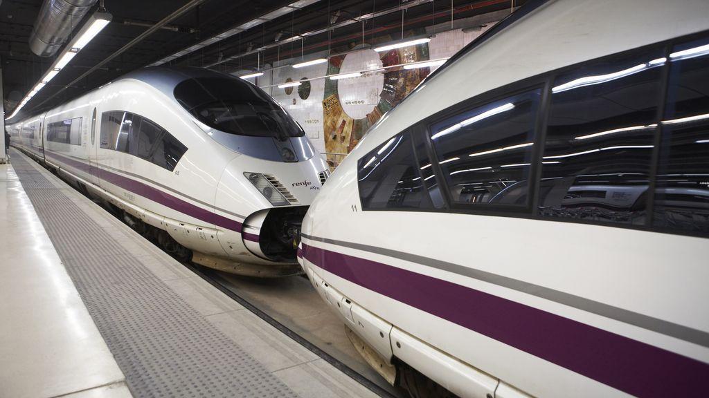Trenes AVE en una estación