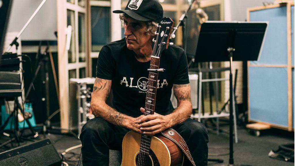 Mikel Erentxun en el estudio de grabación