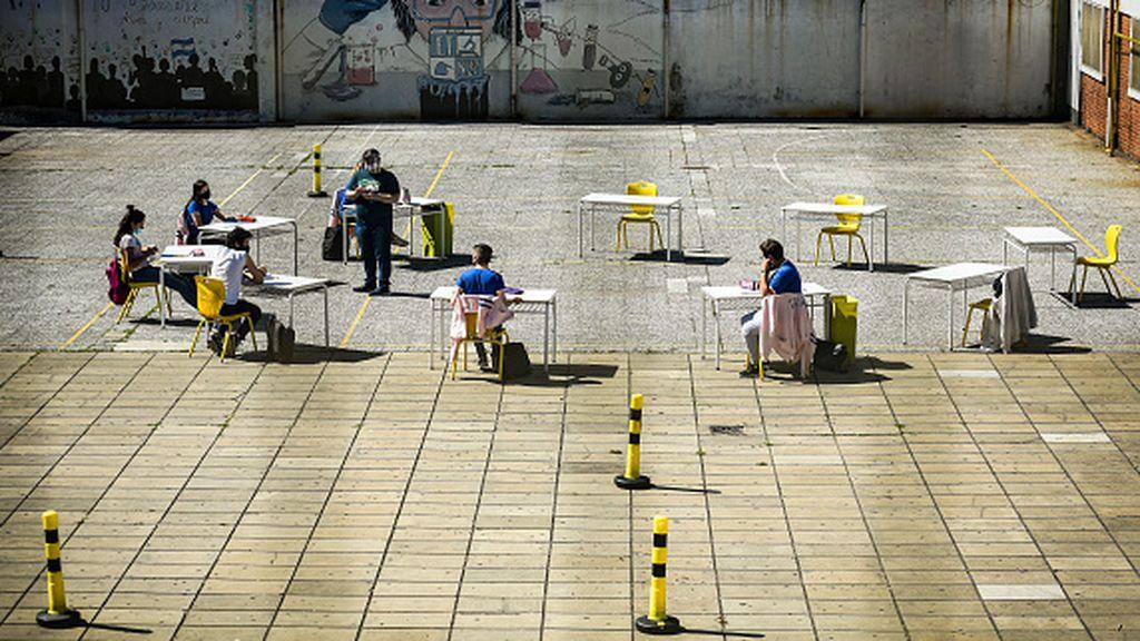 Argentina cierra los colegios en medio de la segunda ola y con 25.000 nuevos contagios en el último día