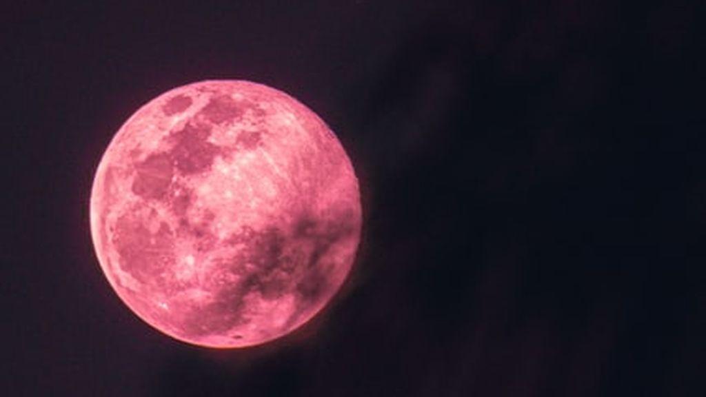 Superluna rosa: ¿cuándo es la luna llena de abril y por qué se llama así?