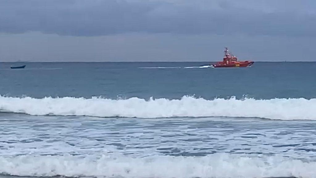La Salvamar Enif toma rumbo a Algeciras con los rescatados