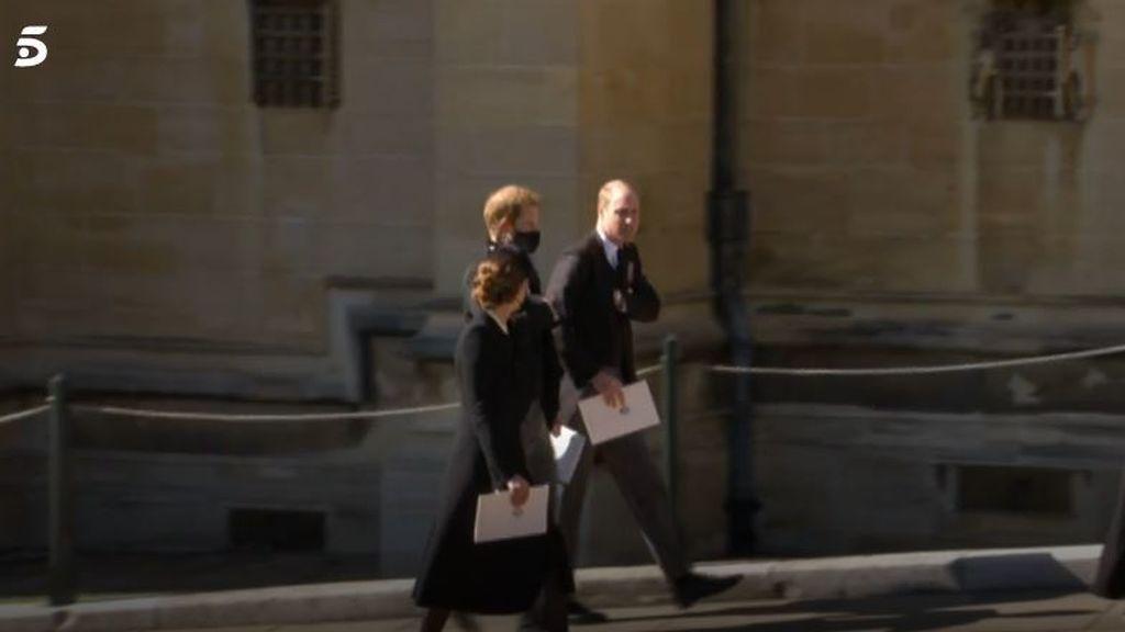 Harry y William a la salida de la capilla