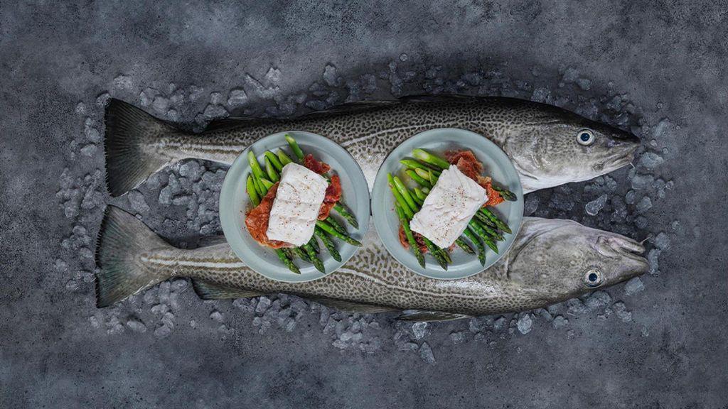 Skrei noruego cocido con jamón curado