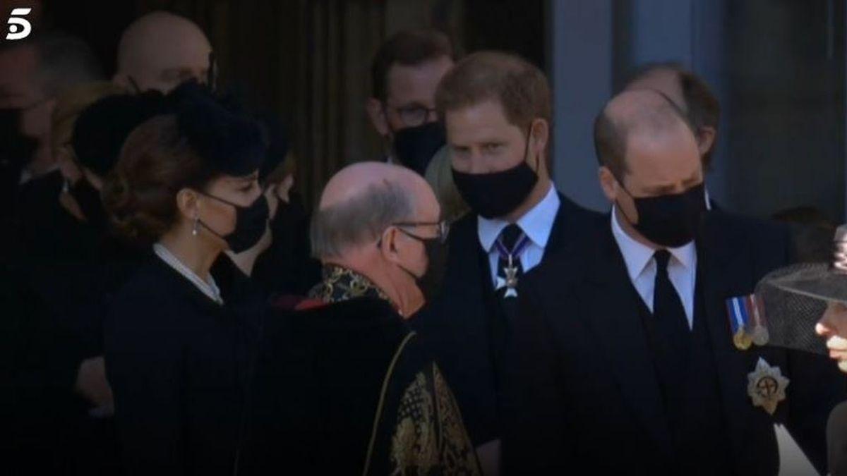 Harry se reencuentra con su familia en el funeral de su abuelo, el príncipe Felipe