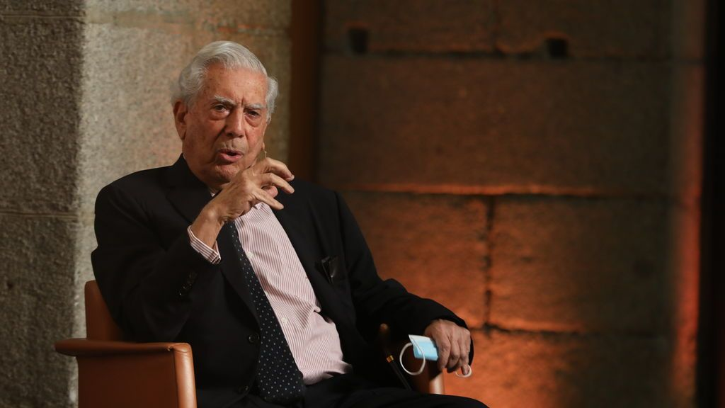 Vargas Llosa, enemigo acérrimo de Fujimori, pide el voto para su hija en las presidenciales de Perú