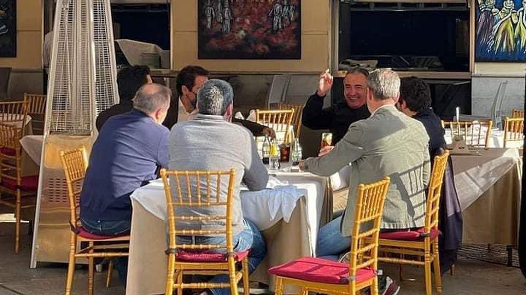 Polémica foto de Garcia Egea y López Miras: en una mesa sin mascarillas y superando el aforo permitido