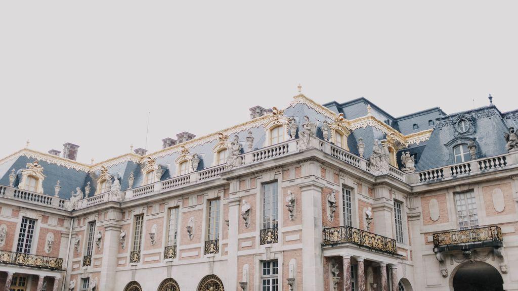 Versalles: una corte con olor a orín