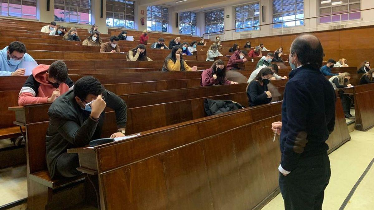 El Gobierno y las comunidades congelan las tasas universitarias