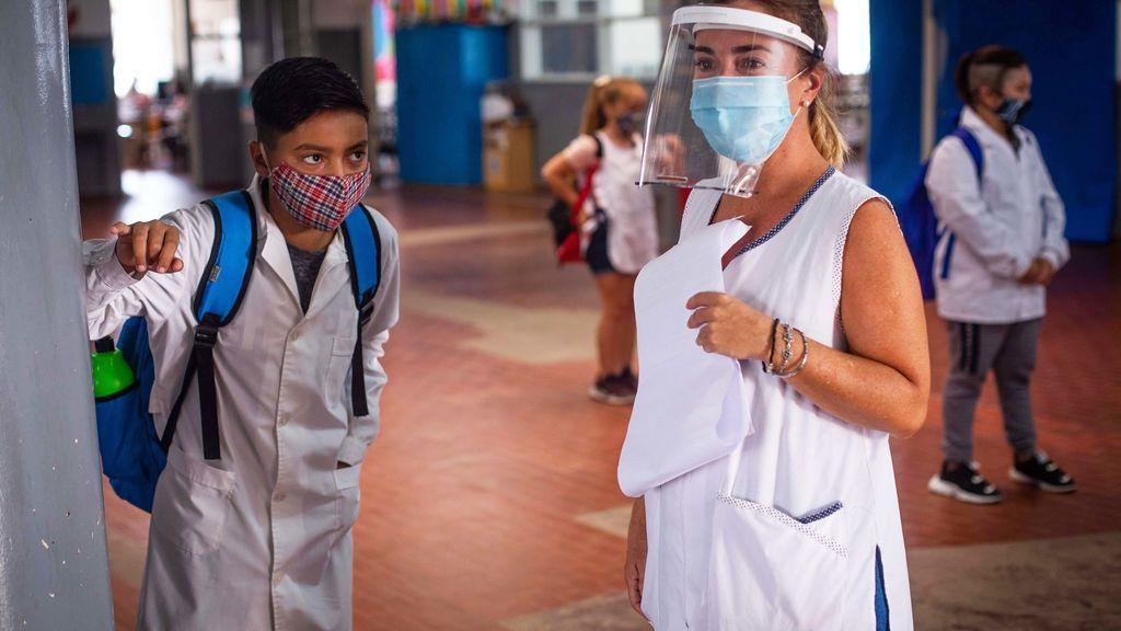 Bronca en Argentina por la presencialidad en las clases, un tribunal da la razón a los padres y docentes