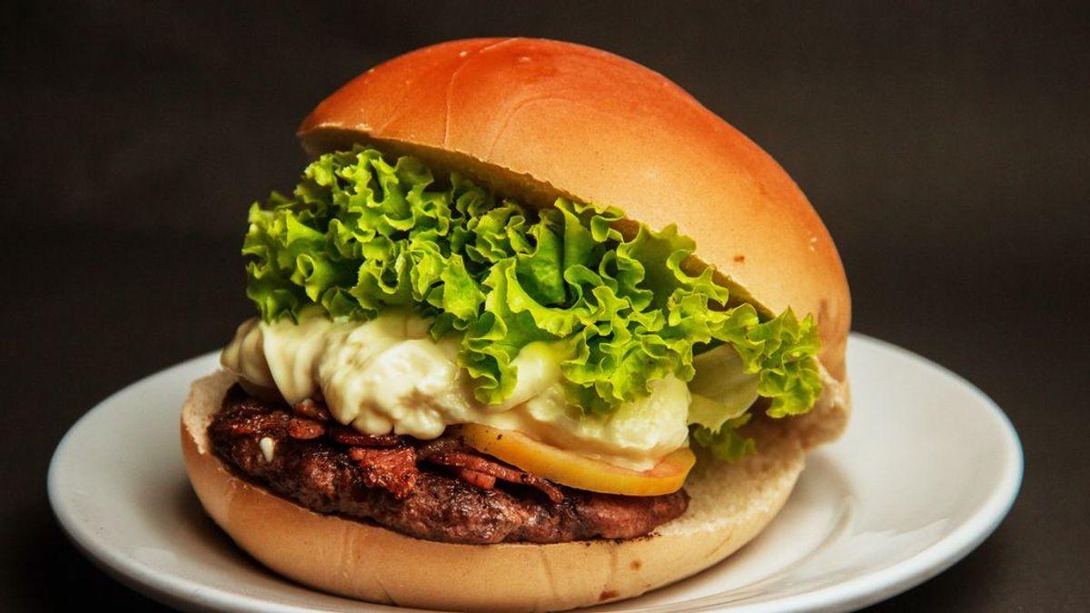 Farmer Boys ofrece hamburguesas gratis un año a cambio de un tatuaje con el logo del restaurante