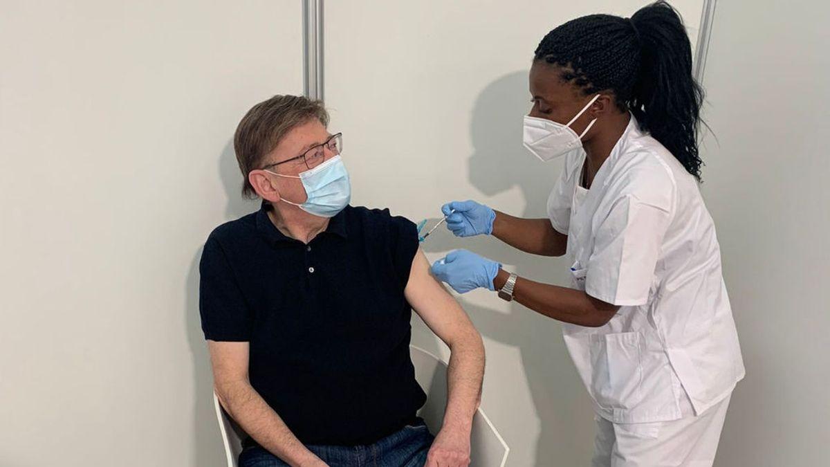 Ximo Puig recibe la vacuna de AstraZeneca