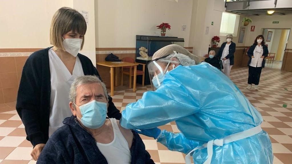 Cuatro positivos, ya vacunados, desatan la alarma en una residencia de Bilbao