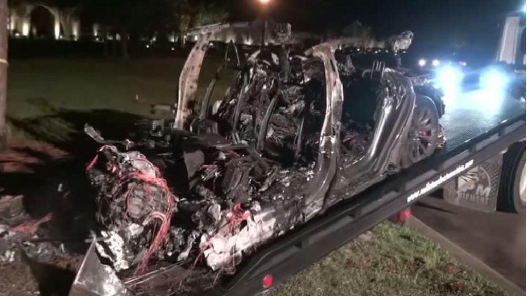 Mueren dos personas en un accidente de Tesla sin nadie al volante en Estados Unidos