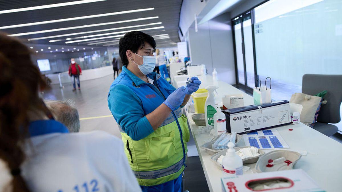Sanidad lleva a cabo el primer ensayo para administrar Pfizer a vacunados con AstraZeneca