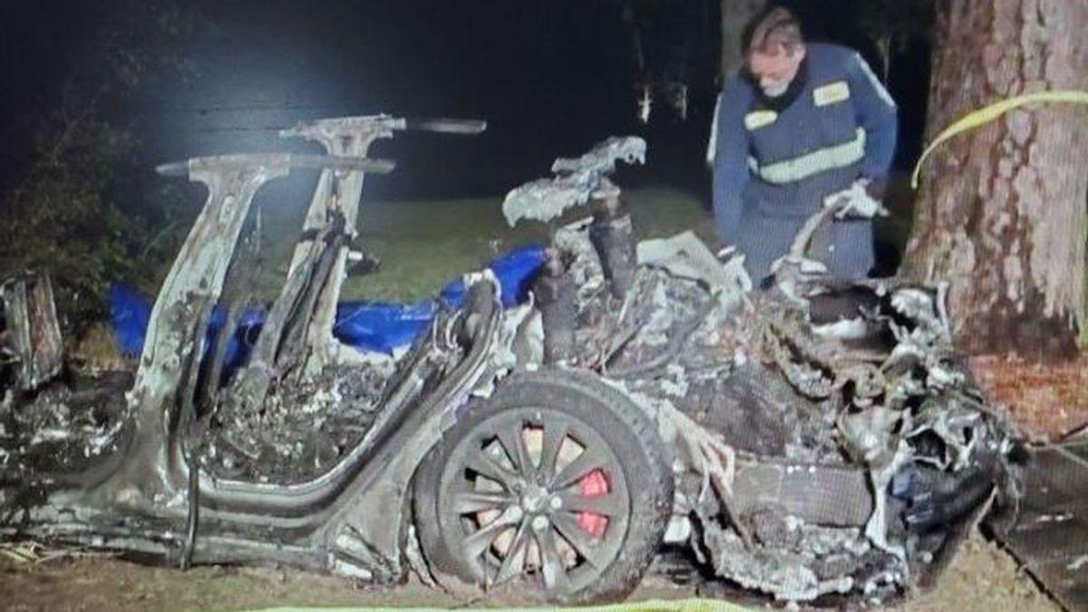 Accidente de un Tesla sin conductor en Texas:  Mueren las dos personas a bordo