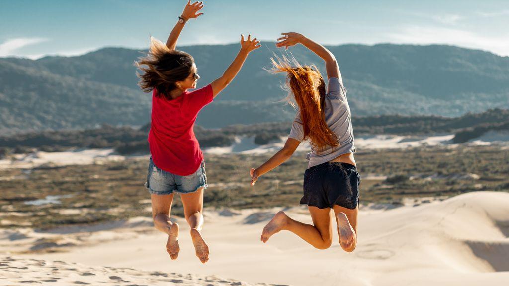 chicas.saltando.pexels