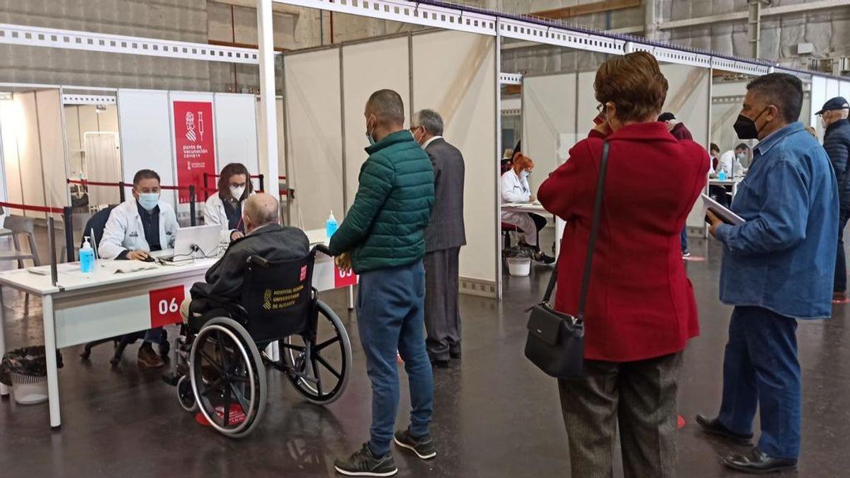 """Tres de los cuatro """"vacunódromos"""" valencianos cierra por falta de dosis solo día y medio después de abrir"""