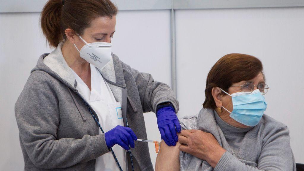 España ya tiene más personas vacunadas con pauta completa que contagios