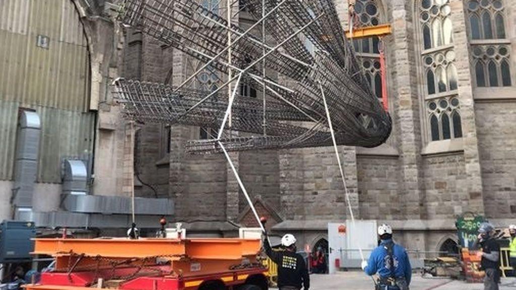 La Sagrada Familia crece 11 metros con una pieza para la torre de la Virgen María