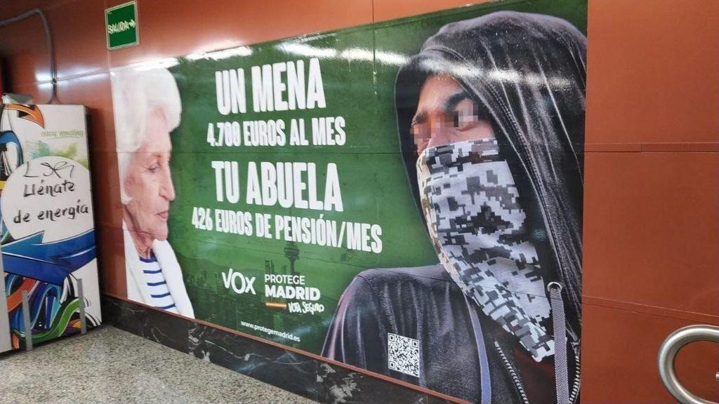 La Fiscalía abre diligencias contra Vox por delito de odio en un cartel electoral que criminaliza a los menas