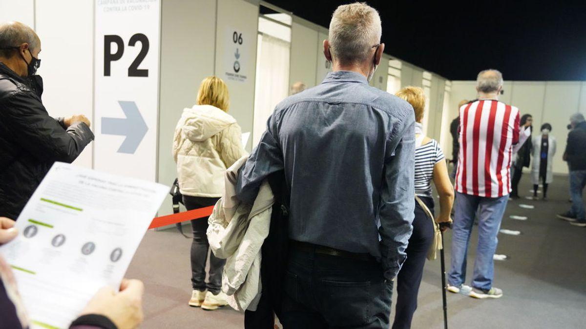 El sistema de citas vacunarse sufre fallos en Euskadi y la web se cierra en pocas horas por falta de dosis