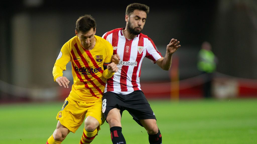 EuropaPress_3647860_lionel_messi_of_barcelona_and_unai_lopez_of_athletic_club_during_copa_rey