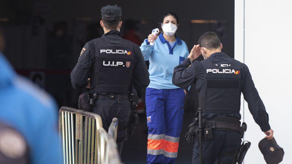 El Govern justica no haber vacunado a la Guardia Civil y a la Policía Nacional al no recibir el censo de los agentes