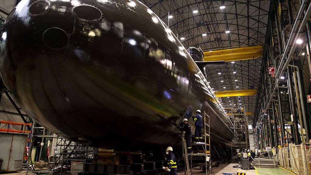 El submarino S-81 sale a la luz