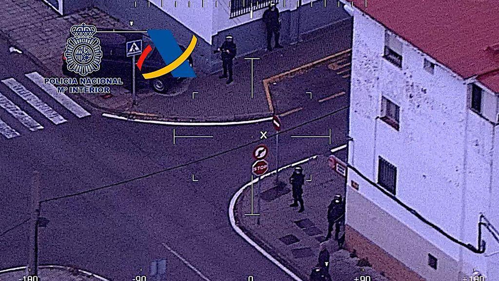 Un momento de la operación desde el helicóptero policial