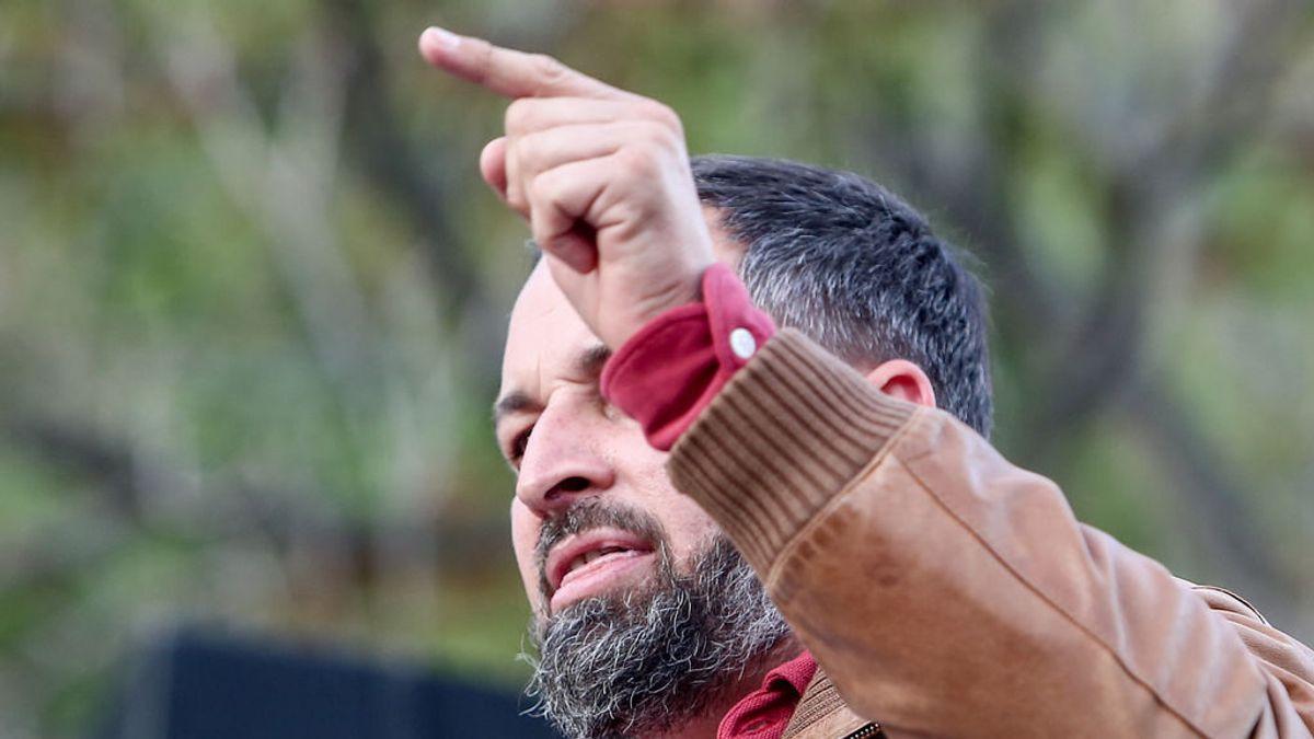 Abascal anima a sus simpatizantes a defenderse de las agresiones tras las piedras lanzadas en un mitin en Navalcarnero