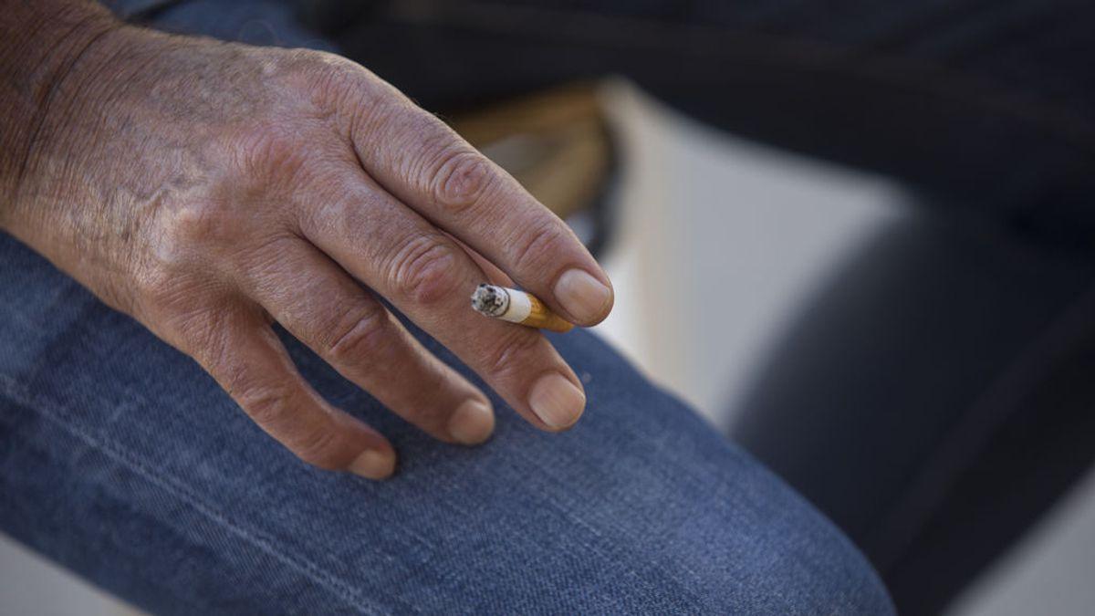 """""""Sin humo y sin aerosoles"""": científicos felicitan a las 7 comunidades que prohíben fumar en terrazas"""