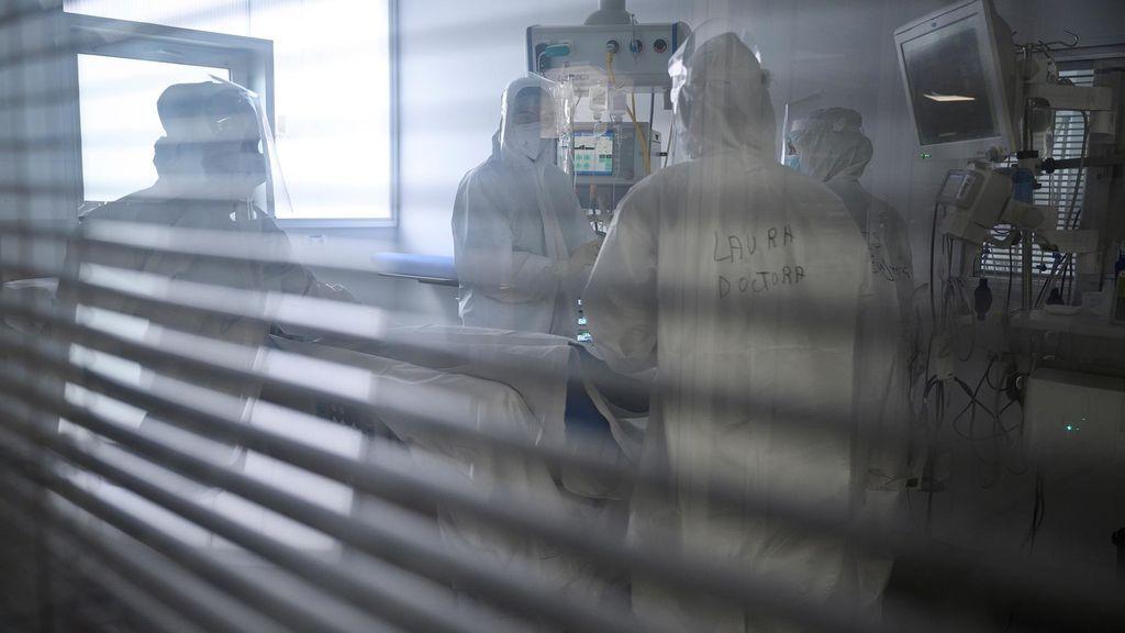Personal sanitario del Hospital Universitario Marqués de Valdecilla de Santander