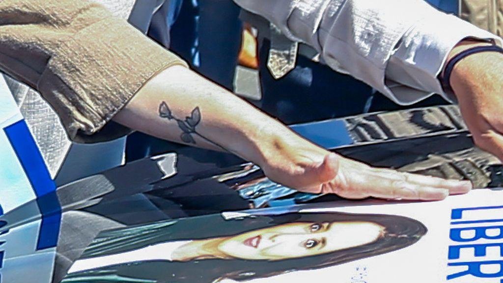 Díaz Ayuso, con el tatuaje en su brazo.