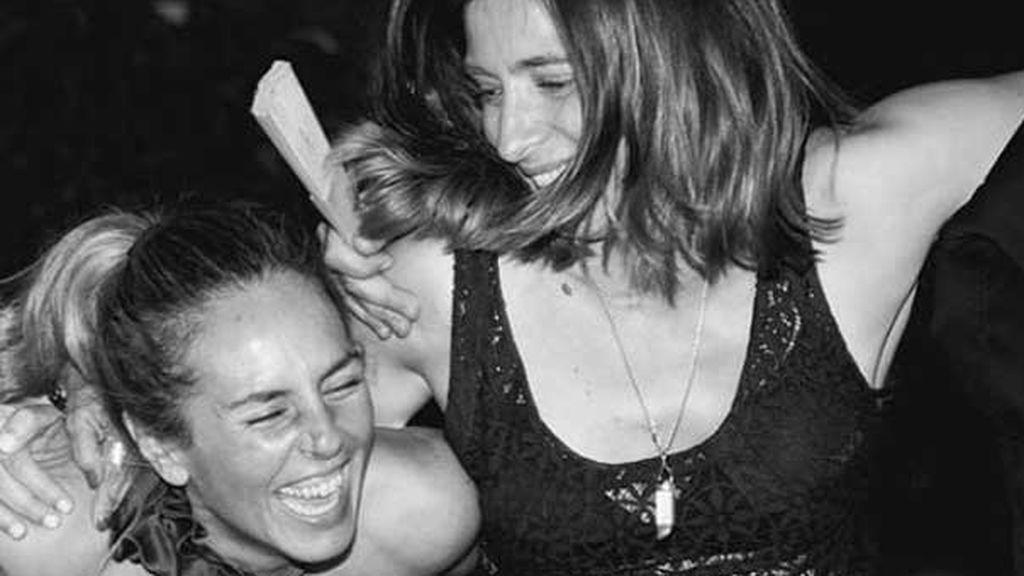 """Sandra Barneda y Nagore apoyan a Rocío Carrasco y se rompen ante su testimonio: """"Que nadie cuestione ni tu sonrisas ni tu sufrimiento"""""""