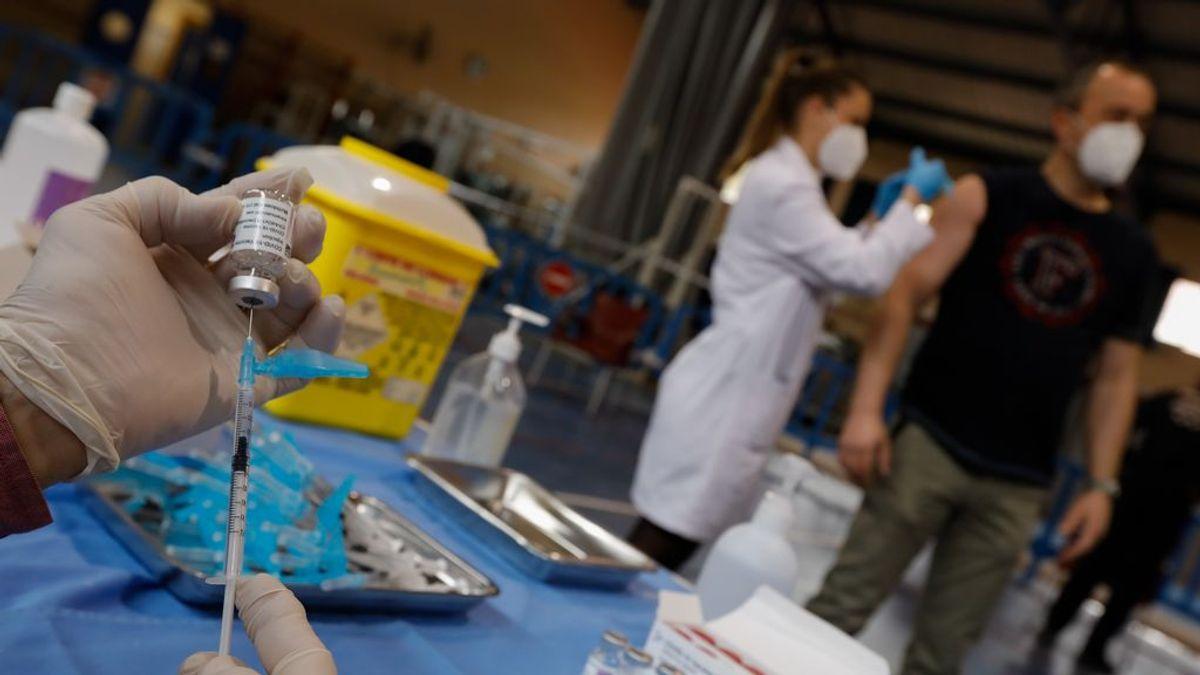 Los autores de la primera explicación sobre los trombos de AstraZeneca sospechan del proceso de fabricación
