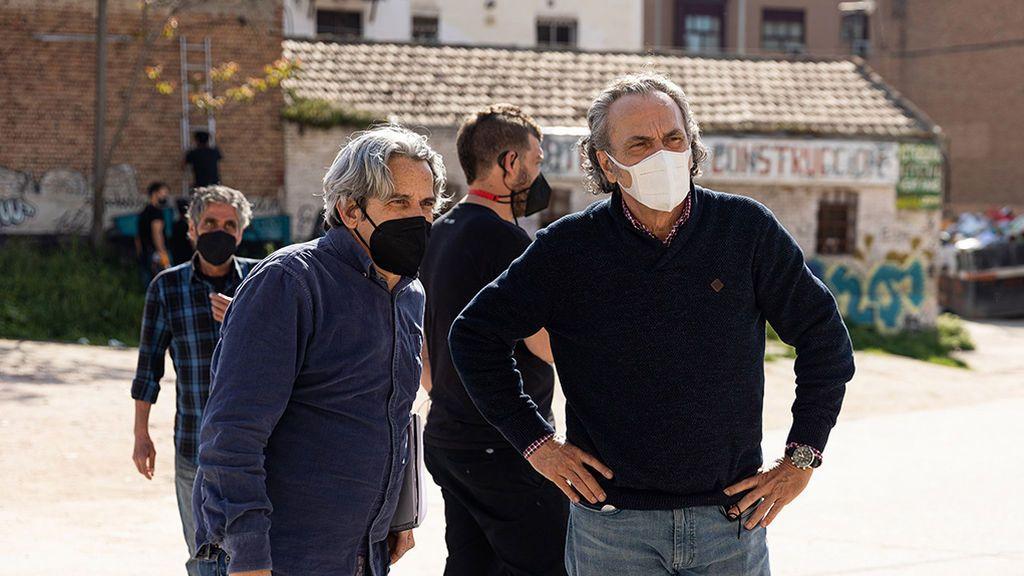 Jose Coronado, con el director Iñaki Mercero, en un ensayo de 'Entrevías'