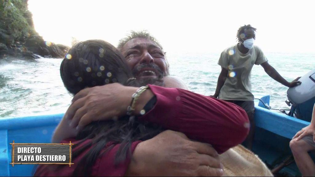 Antonio Canales es eliminado y sufre un ataque de histeria al ver a Lola en Playa Destierro
