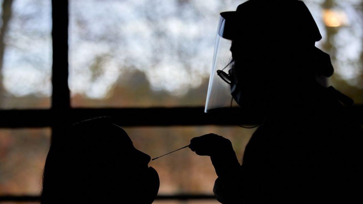 Descienden los contagios en Cataluña, con 2.075 casos, aunque los enfermos en UCI se mantienen