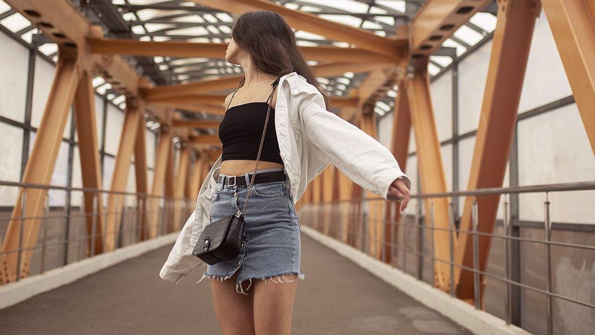 Estos looks demuestran que los cinturones más atrevidos son para las faldas